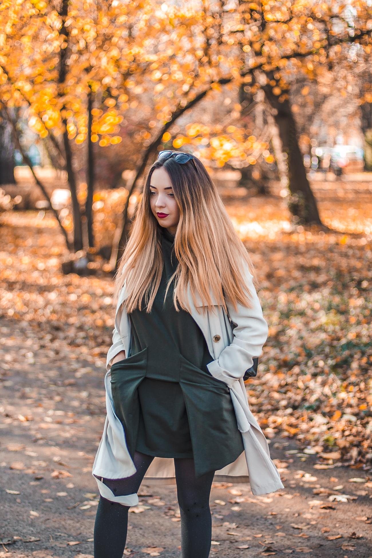 beżowy płaszcz na jesień