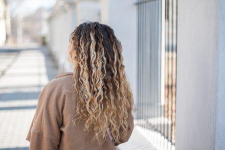 płukanka z octu jabłkowego na włosy