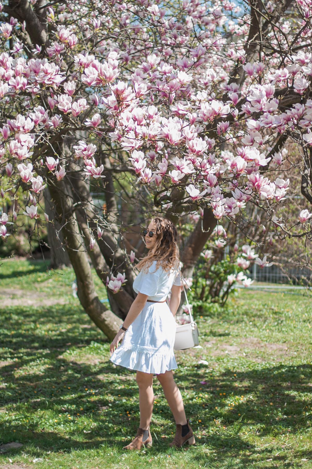 biała sukienka na-kd