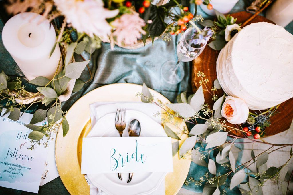 jak udekorować stół weselny