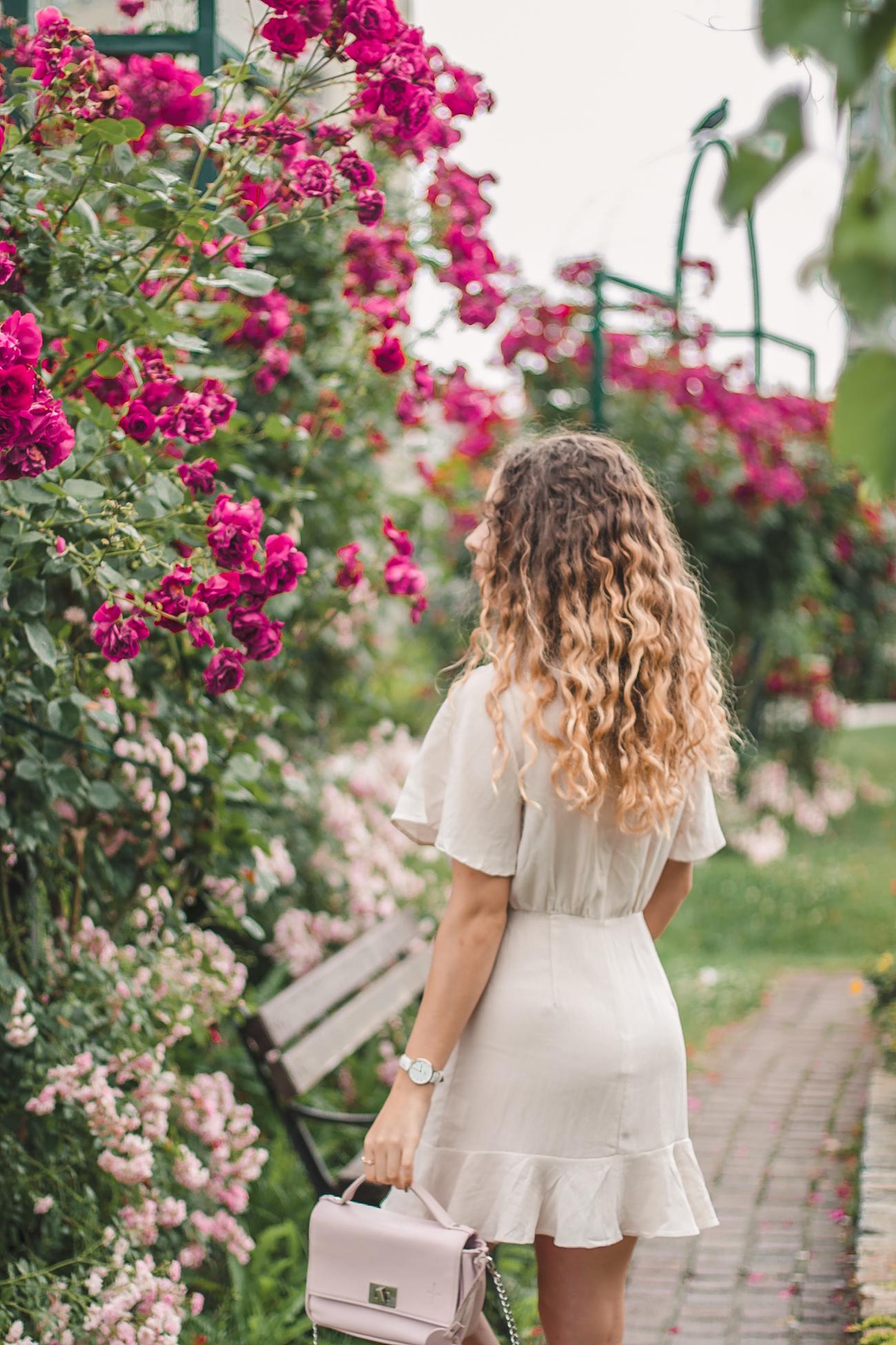 beżowa sukienka krótka damska