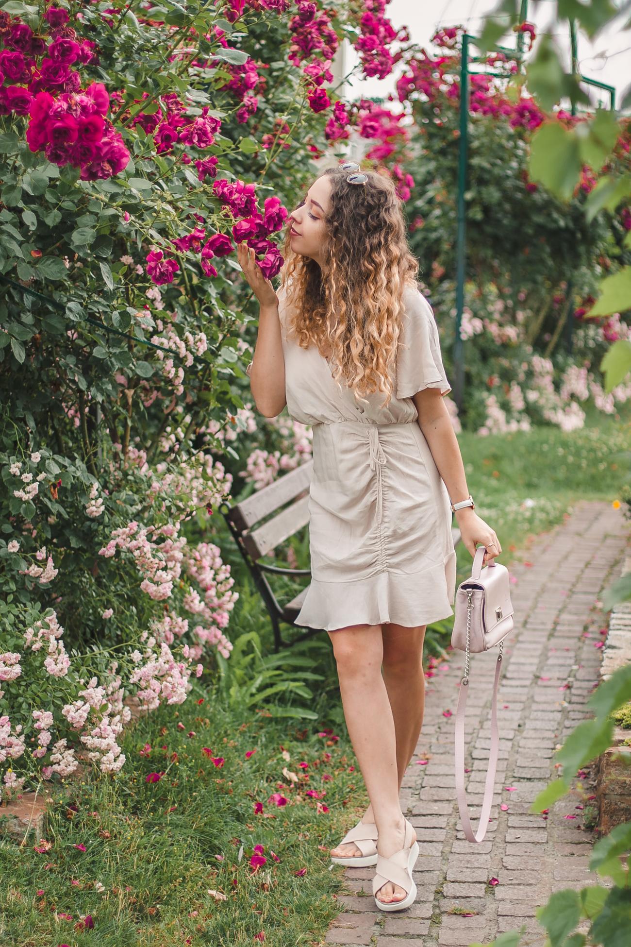 sukienka falbanka na lato