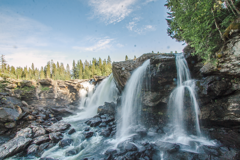 wodospad w szwecji ristafallet