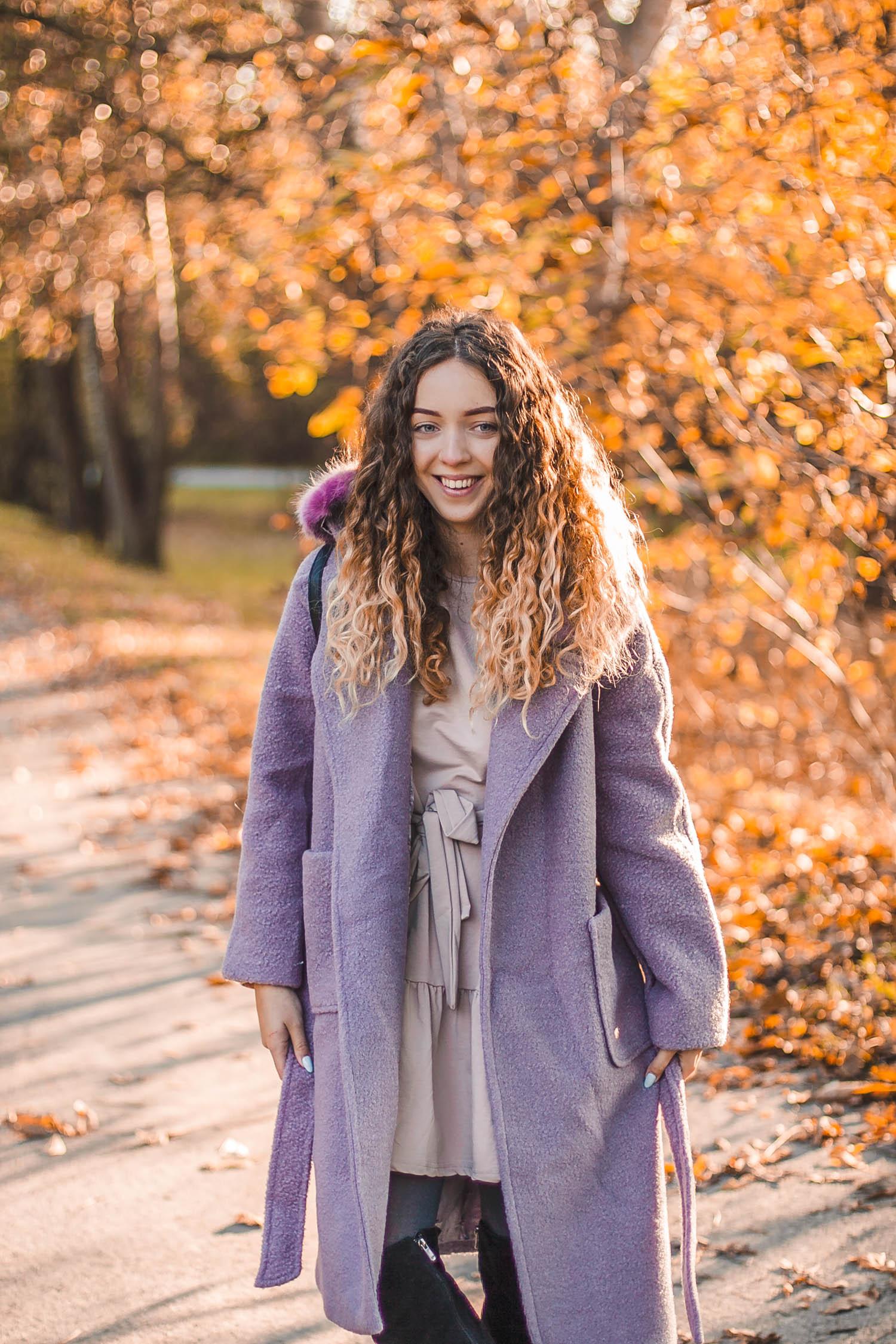 fioletowy płaszcz na jesień