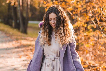 fioletowy płaszcz jesień
