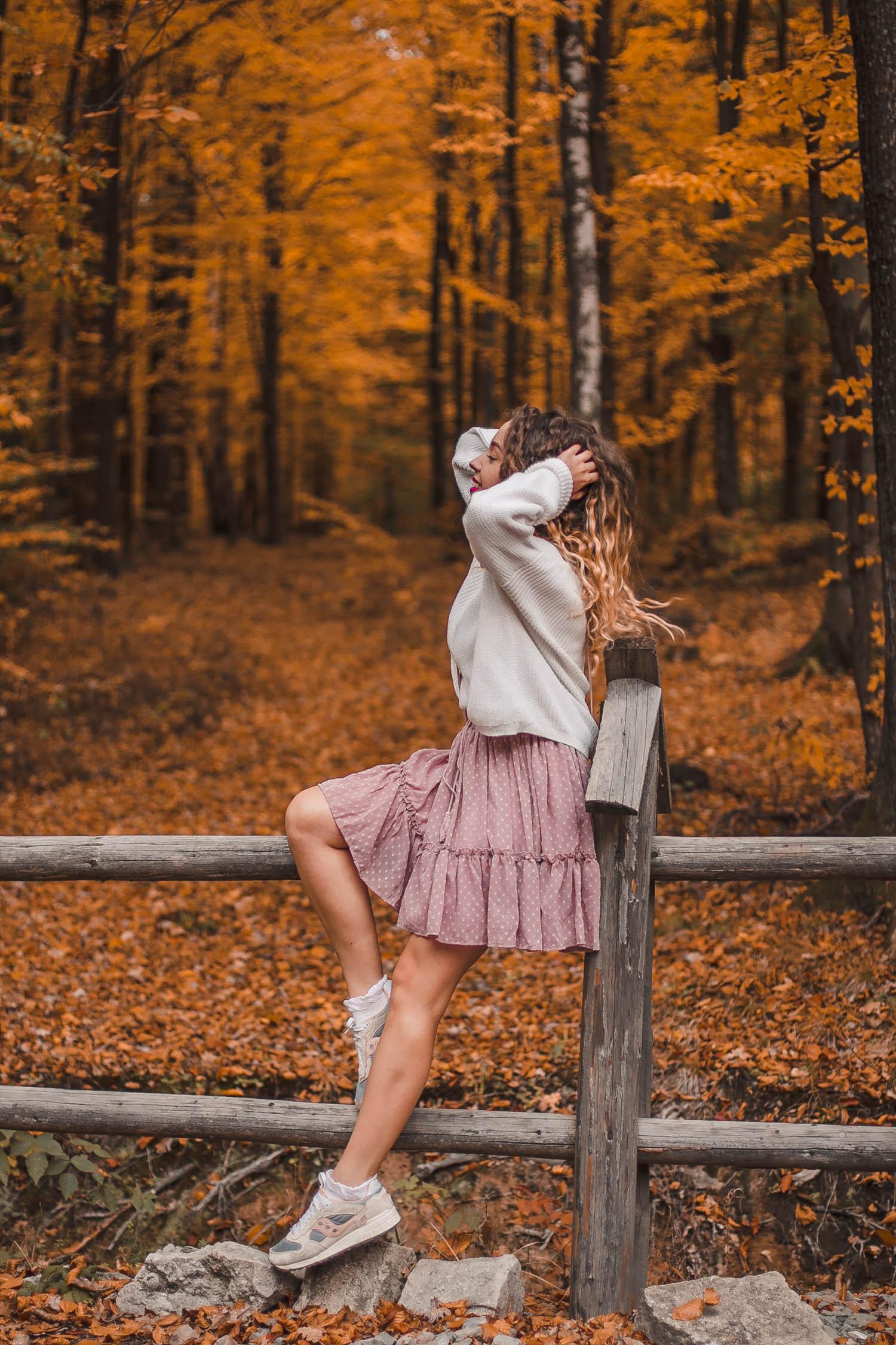 pastelowa spódnica w stylizacji jesiennej