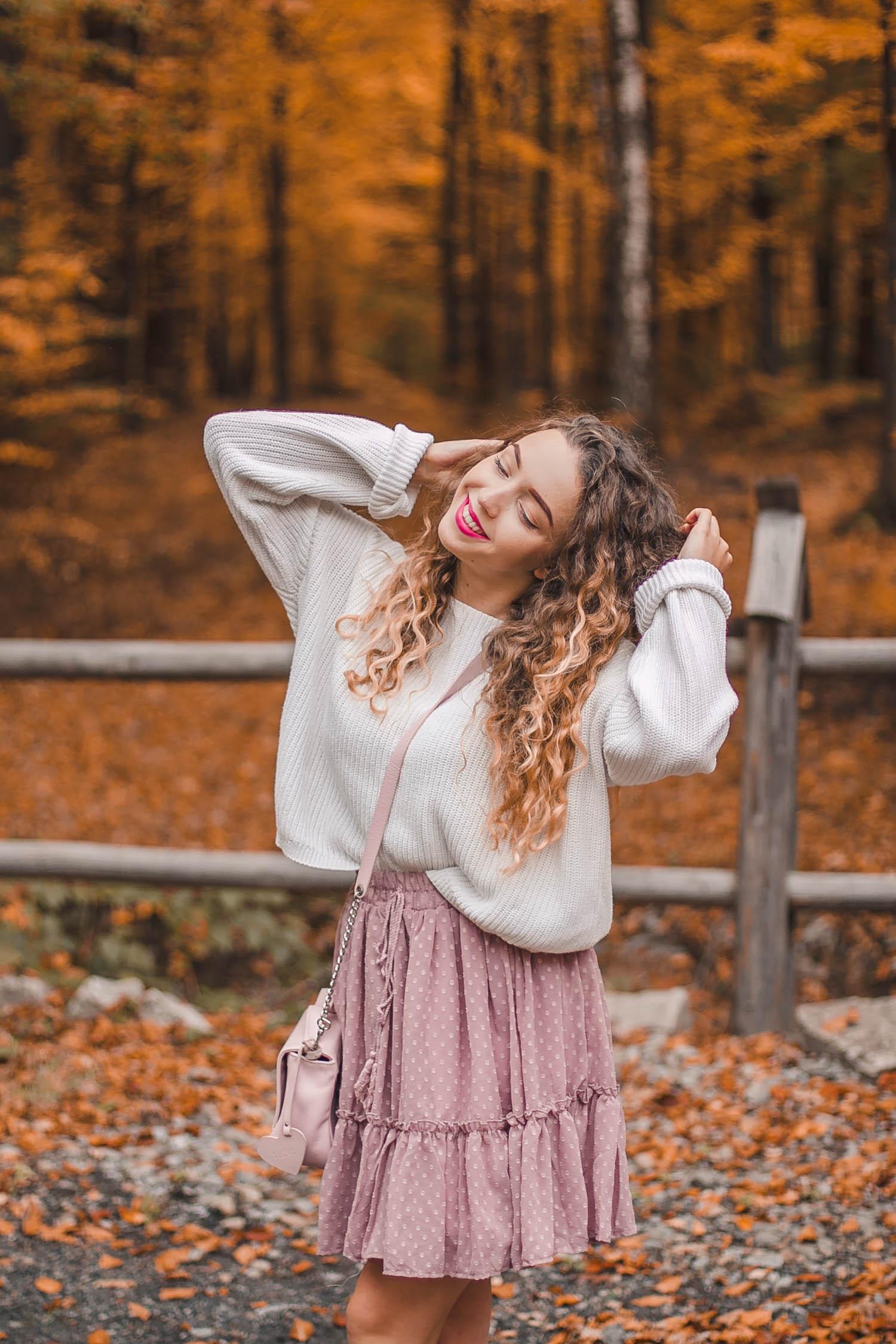 stylizacja ze swetrem i spódnicą