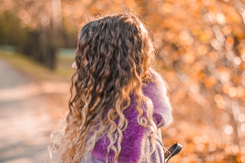 włosy kręcone jak stylizować fryzury