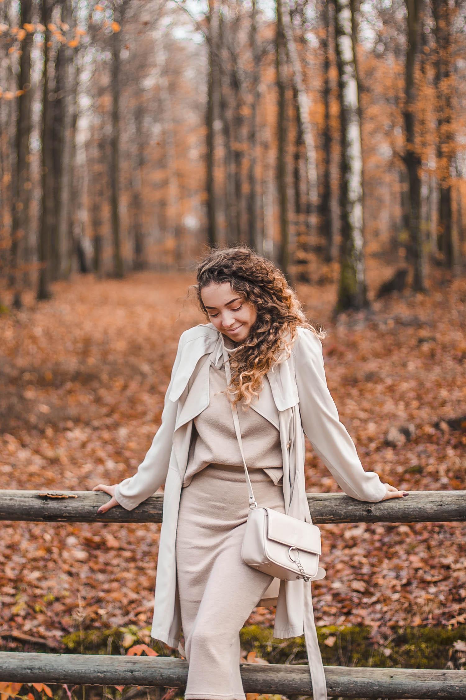 jesienny beżowy total look