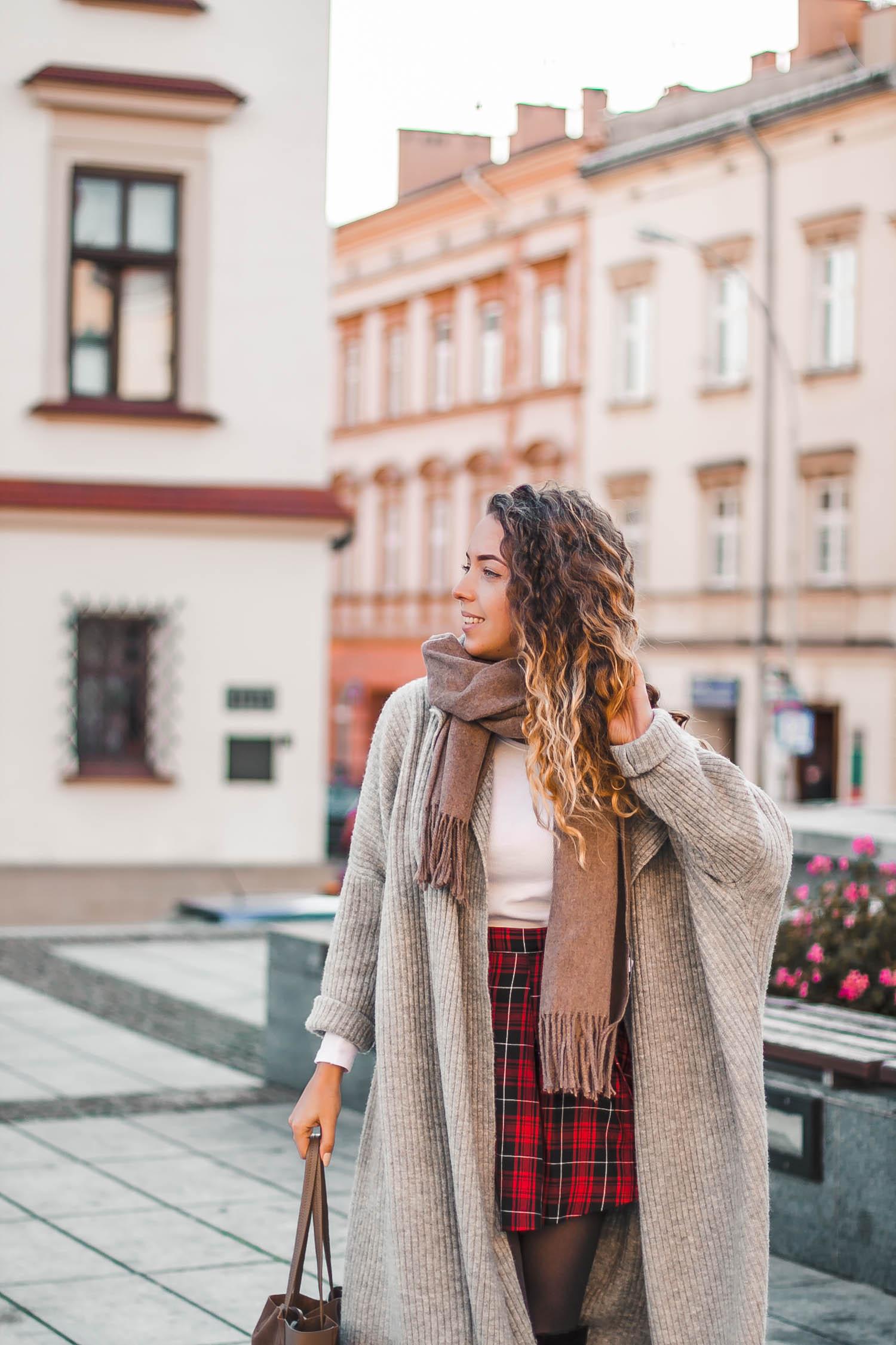brązowy szal wełniany