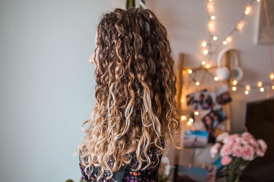 piękne loki ulubione kosmetyki do włosów kręconych