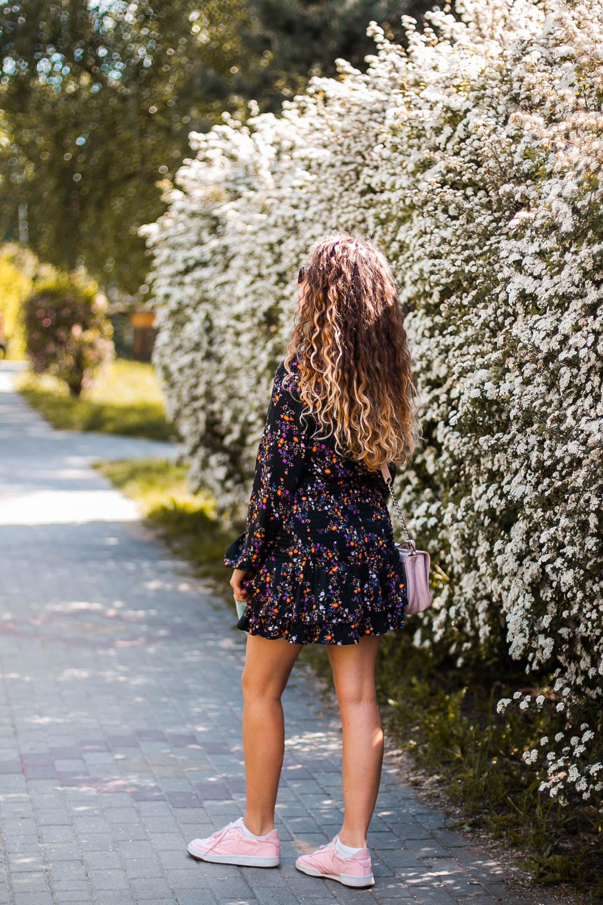 czarna sukienka kwiaty