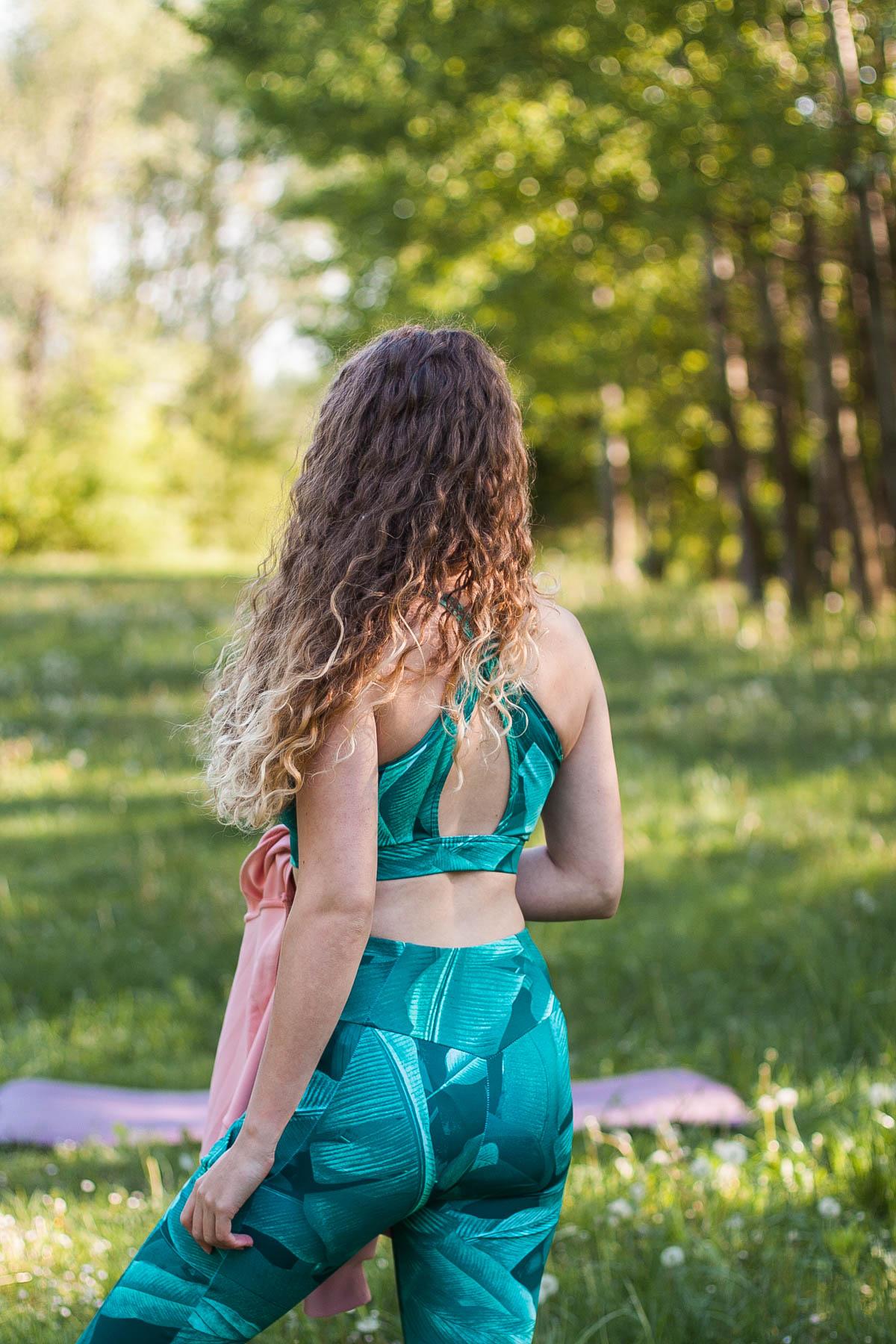 biustonosz sportowy do ćwiczeń joga 4f