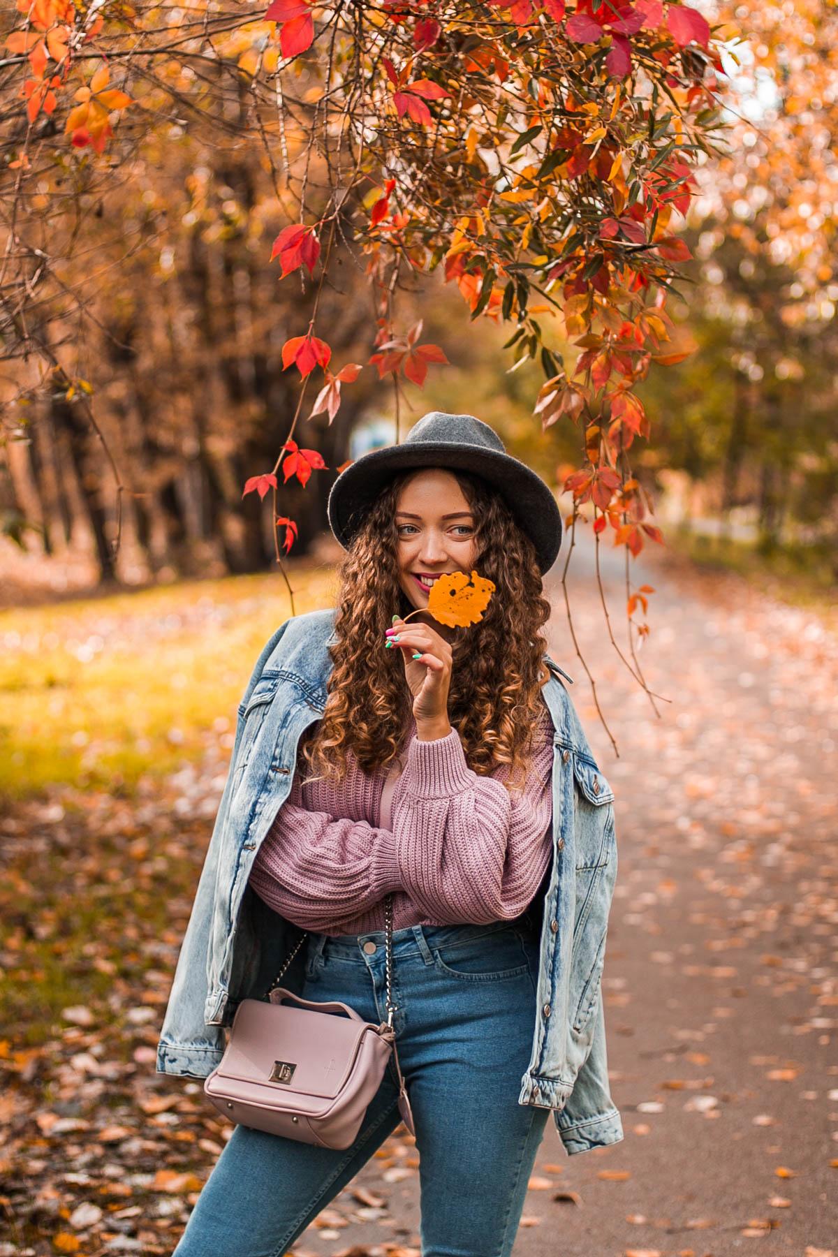 stylizacja jesienna z jeansowych ubrań