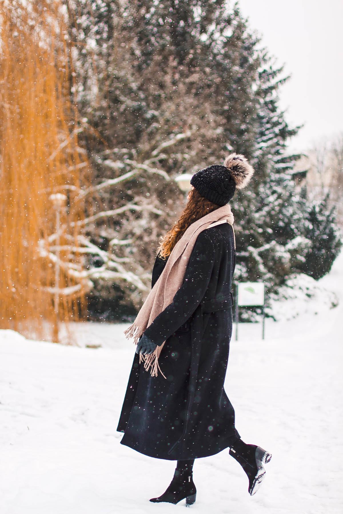 zimowa stylizacja z długim płaszczem