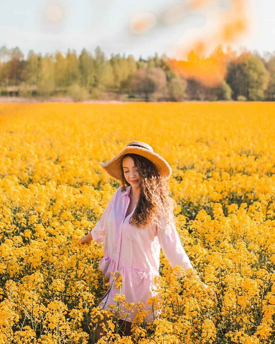 wiosenne stylizacje z sukienkami na co dzień