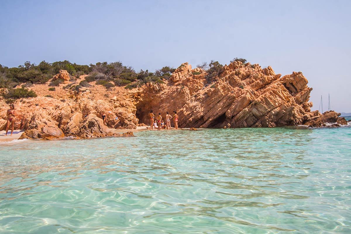 cala soraya piękna plaża na archipelagu la maddalena